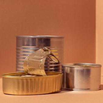 缶入り保存食品の正面図