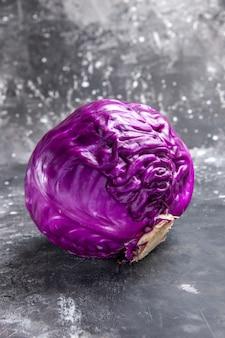 Вид спереди красная капуста свежие овощи