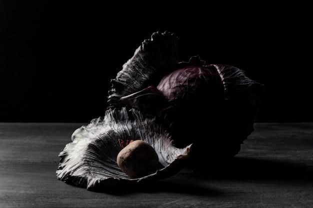 Cavolo rosso vista frontale sul tavolo
