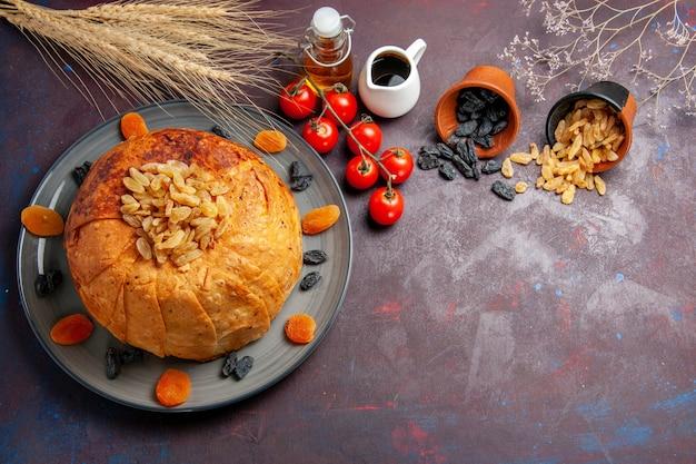 전면보기 shakh plov 동부 식사는 둥근 반죽 안에 밥으로 구성됩니다.