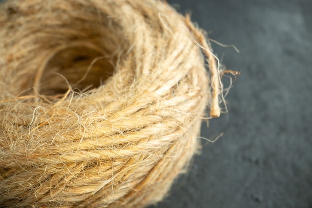 Vista frontale semplici corde su tessuto fotografico scuro dark