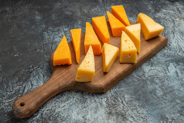 軽食カラー写真食品朝食にフレッシュ チーズをスライスした正面図