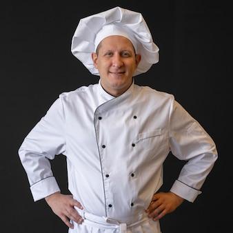 Вид спереди смайлик шеф-повар позирует