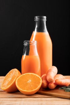 Вид спереди смузи с апельсином и морковью