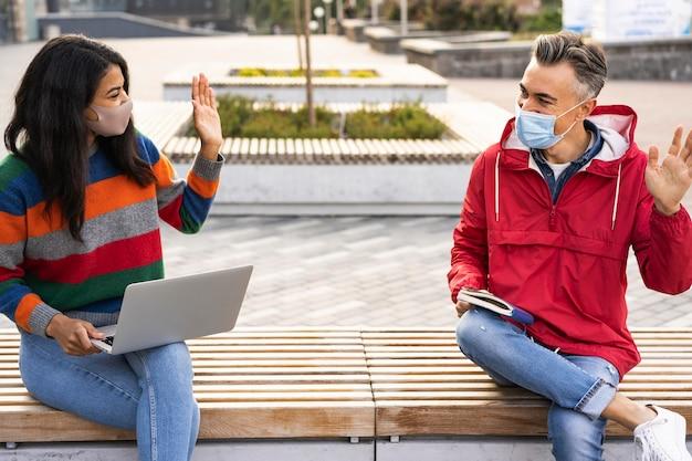 Vista frontale del concetto di distanza sociale