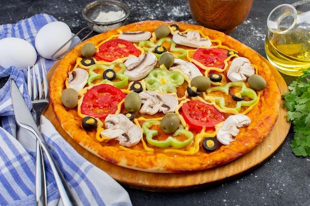 빨간 토마토 피망 올리브와 버섯 전면보기 매운 버섯 피자