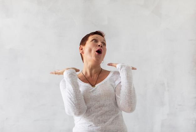 Front view surprised mature woman