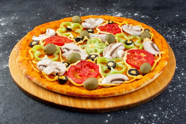Front view tasty mushroom pizza with red tomatoes bell-peppers olives and mushrooms all sliced inside on grey