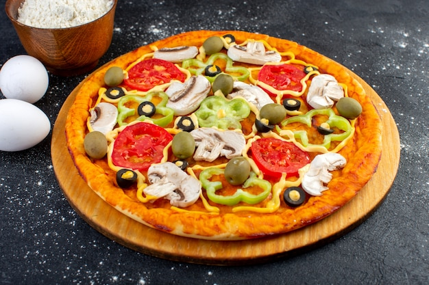 Front view tasty mushroom pizza with red tomatoes bell-peppers olives and mushrooms