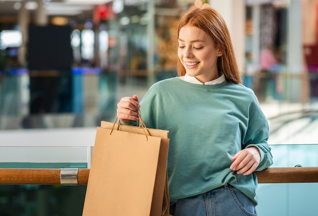 Front view woman holding shopping bag