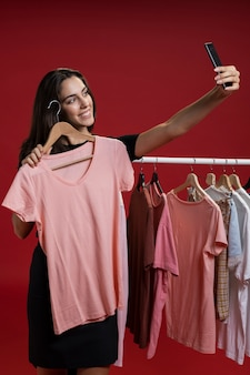 Front view woman taking a selfie with a pink t-shirt