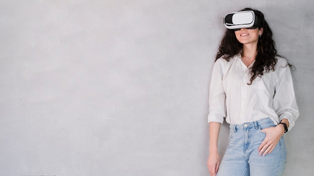 Front view woman wearing a vr set