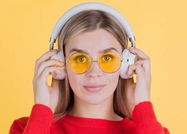 Front view woman wearing yellow glasses