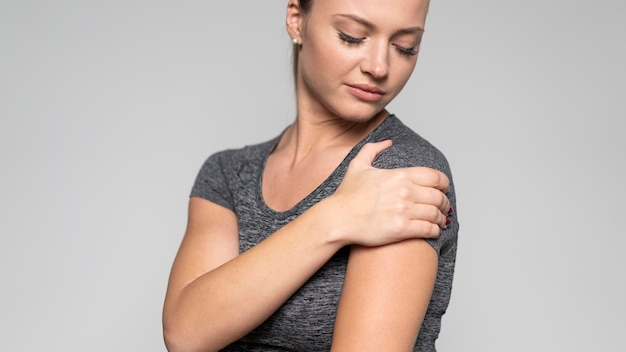 Front view of woman with shoulder pain