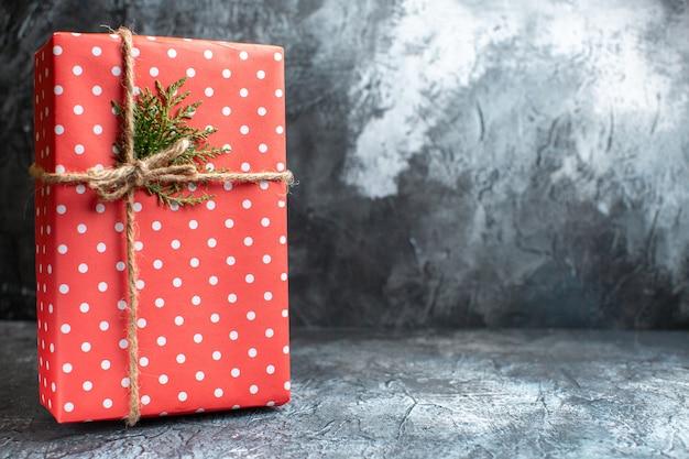 Vista frontale regalo di natale