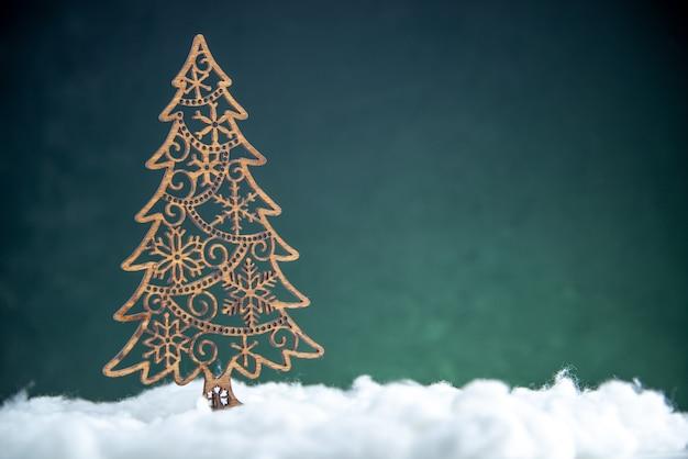 正面図のクリスマスツリーの装飾