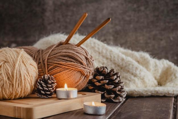 Пряжа вид спереди с одеялом и свечами