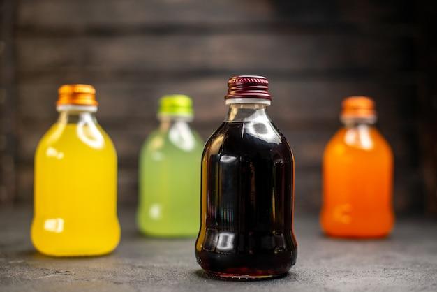 正面図黄緑黒とオレンジのフルーツジュースボトル