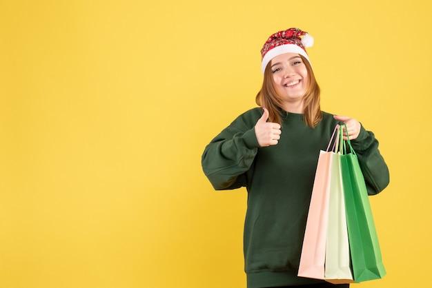 패키지 쇼핑 후 전면보기 젊은 여성