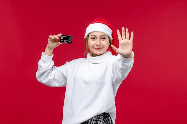 빨간색 배경에 표시 번호를 세는 전면보기 젊은 여성