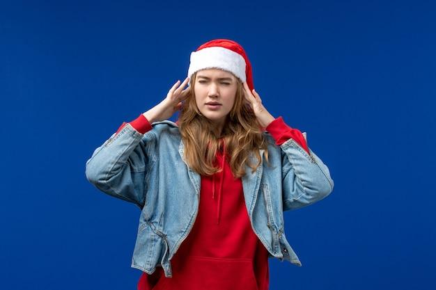 파란색 배경 크리스마스 감정 색상에 두통 데 전면보기 젊은 여성