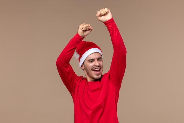 갈색 배경 감정 휴일 남성에 좋은 분위기에서 전면보기 젊은 남성 춤