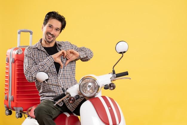 黄色に愛を送る彼のバッグと自転車の正面図若い男性