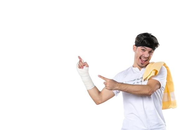 정면도 젊은 남성 상처 입은 손에 붕대를 감고 배경 다이어트 스포츠 고통 생활 방식 부상 선수 체육관 병원 몸