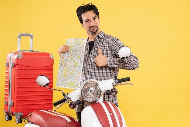 Вид спереди молодой мужчина с велосипедом и картой на желтом