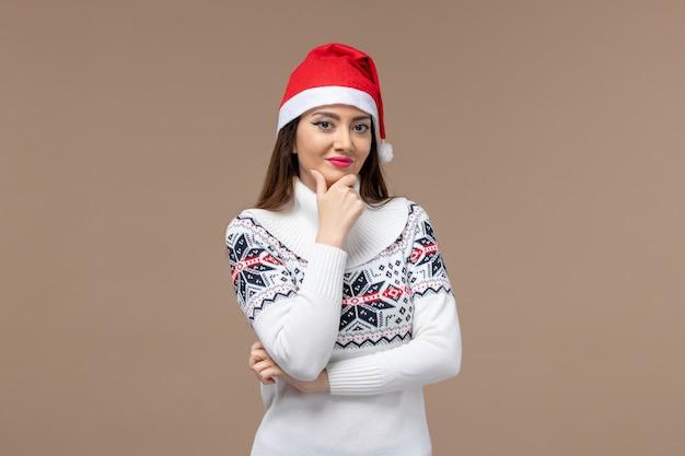 갈색 배경 새 해 감정 크리스마스에 웃 고 전면보기 젊은 여자