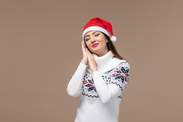 갈색 배경 크리스마스 감정 새 해에 잠을 시도하는 전면보기 젊은 여자