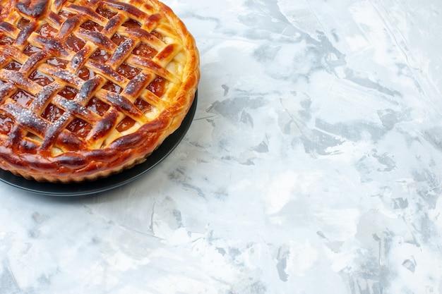 正面図明るい背景にゼリーとおいしいフルーティーパイビスケットクッキーパイケーキデザートカラーティーベイク