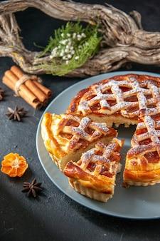 전면보기 어두운 배경에 맛있는 젤리 파이 비스킷 파이 오븐 디저트 굽기 달콤한 반죽 설탕 케이크