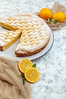 전면보기 맛있는 레몬 파이 설탕 가루 배경에 케이크 달콤한 비스킷 과자 쿠키 차 디저트 설탕 굽다