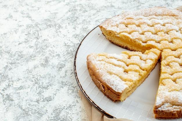 전면 보기 맛있는 레몬 파이 설탕 가루 배경에 케이크 달콤한 비스킷 생과자 차 디저트 설탕 굽다 프리미엄 사진