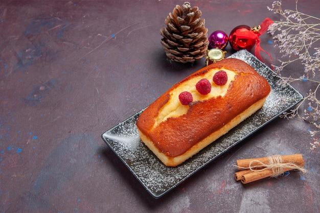 Vista frontale torta gustosa lunga formata su sfondo scuro torta torta di biscotto di zucchero torta di tè dolce biscotto