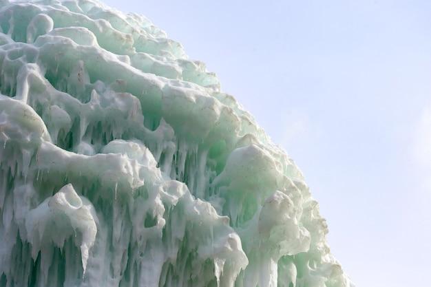 氷のつらら鍾乳石の凍結ブロック