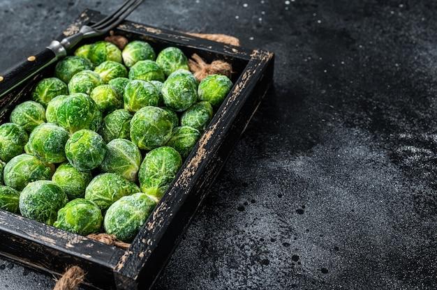 냉동 브뤼셀 콩나물 녹색 양배추 식탁에