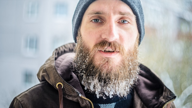 Замороженные капельки на бороду