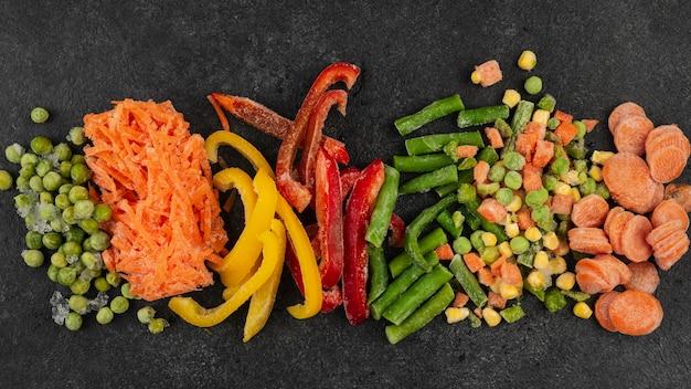 テーブルの品揃えの冷凍食品