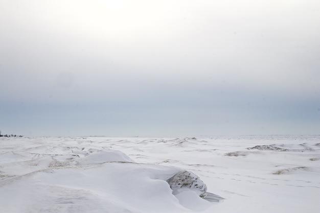 캐나다의 얼어 붙은 호수.
