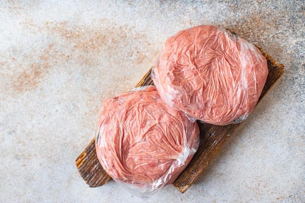 冷凍ミンチ肉カツポークビーフラムチキンミート部分をビニール袋に入れて長期保存
