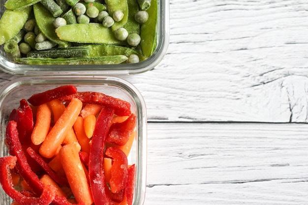 グリーンピースエンドウ豆の鞘、インゲン、赤ピーマン、ベビーキャロットなどの冷凍野菜
