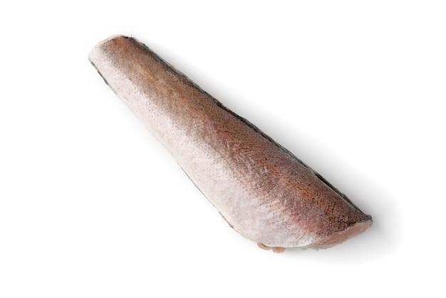 Замороженная рыба путассу изолированная на белой поверхности.