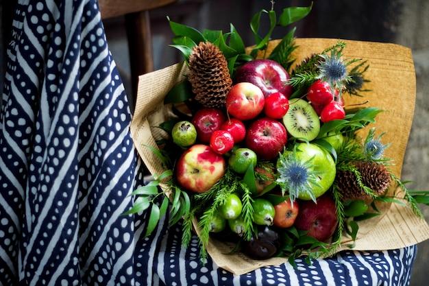 Фруктовый букет из смешанных фруктов