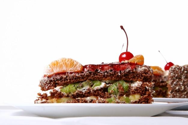 デザートチェリーとフルーツケーキ