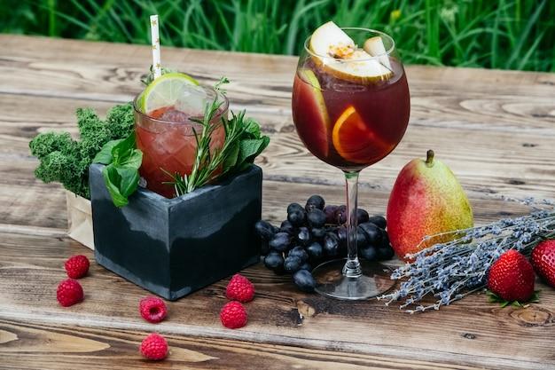 フルーツカクテルおいしいさわやかな夏の飲み物