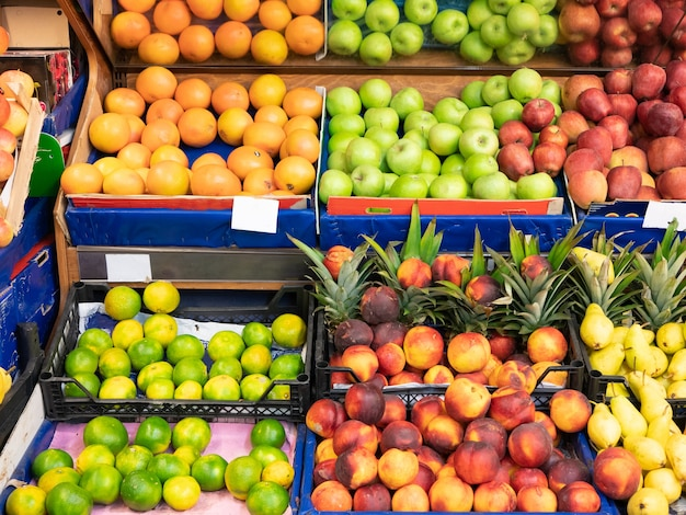 슈퍼마켓 쇼핑몰의 과일 카운터