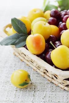かごの中の果物