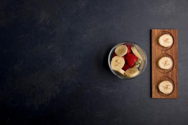 바나나와 딸기 과일 샐러드